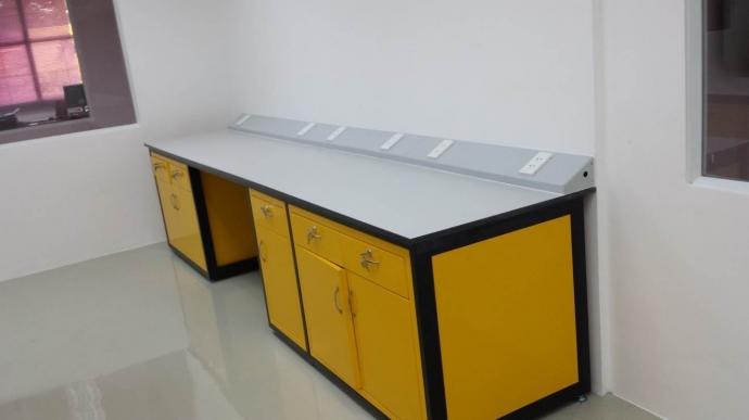 Bàn ghế phòng thí nghiệm đa dạng, bền đẹp, giá ưu đãi.