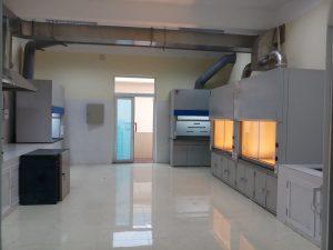 Tủ hút khí độc composite ưu điểm vượt trội, giá cả cạnh tranh.